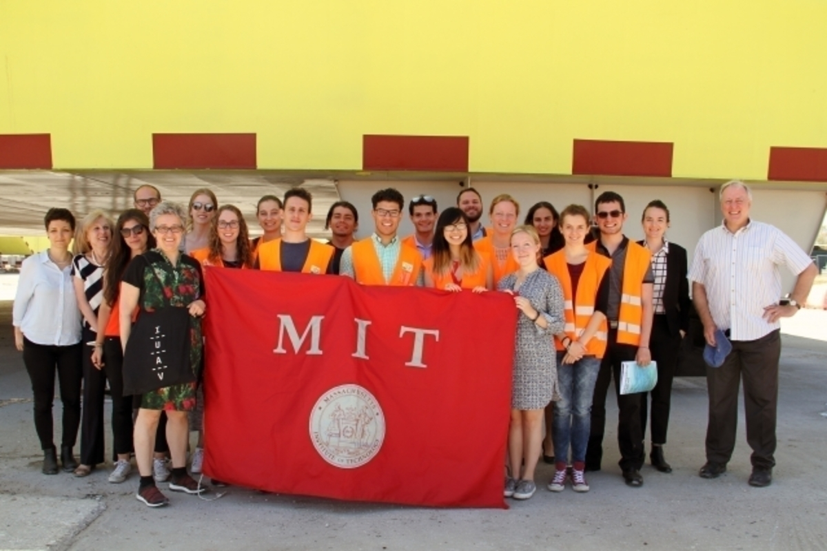 MIT-research-group-Italy-2017.jpg (Full)