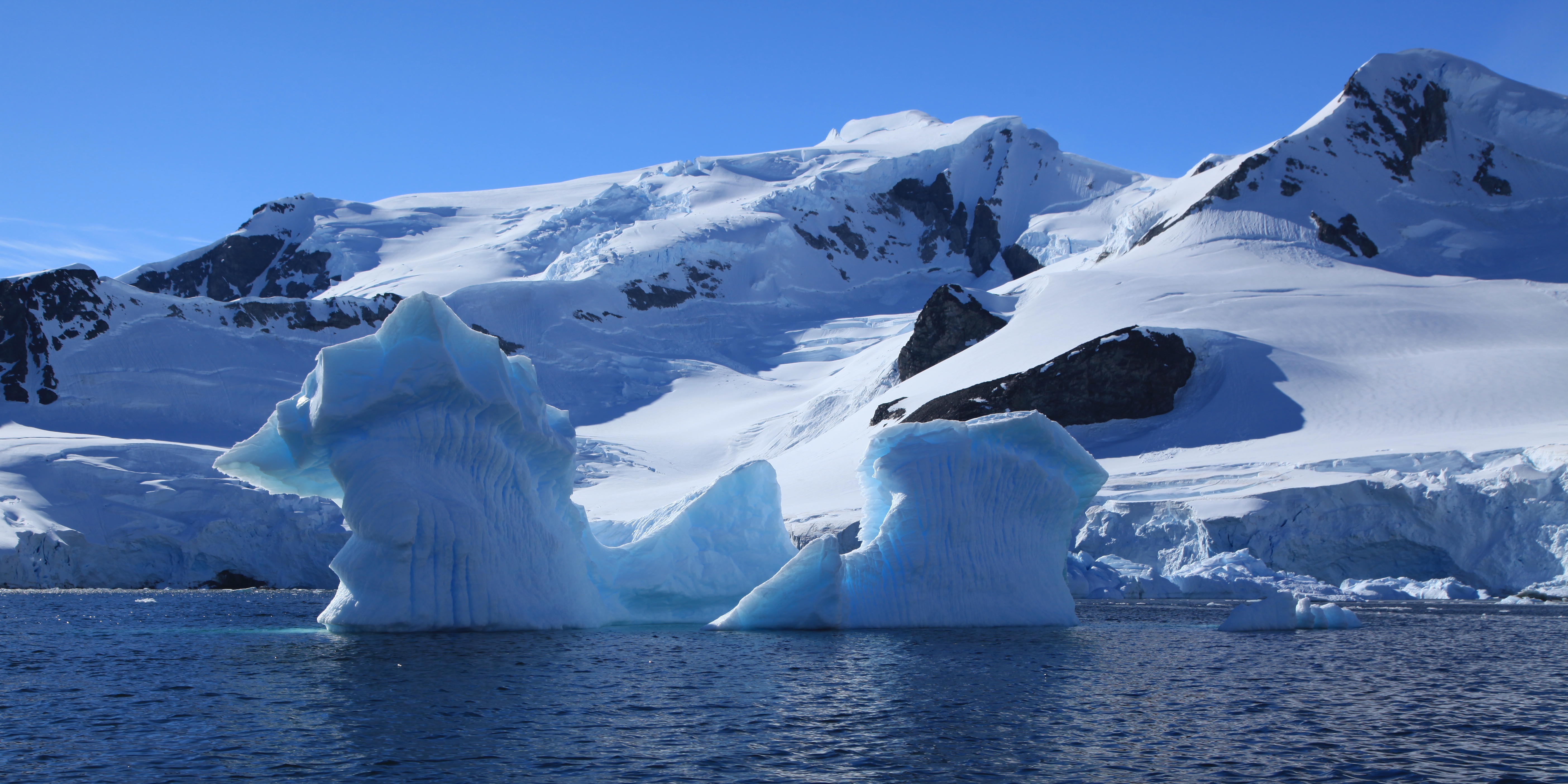 An iceberg in Paradise Harbour, Antarctica (Credit: Liam Quinn, CC BY-SA 2.0)