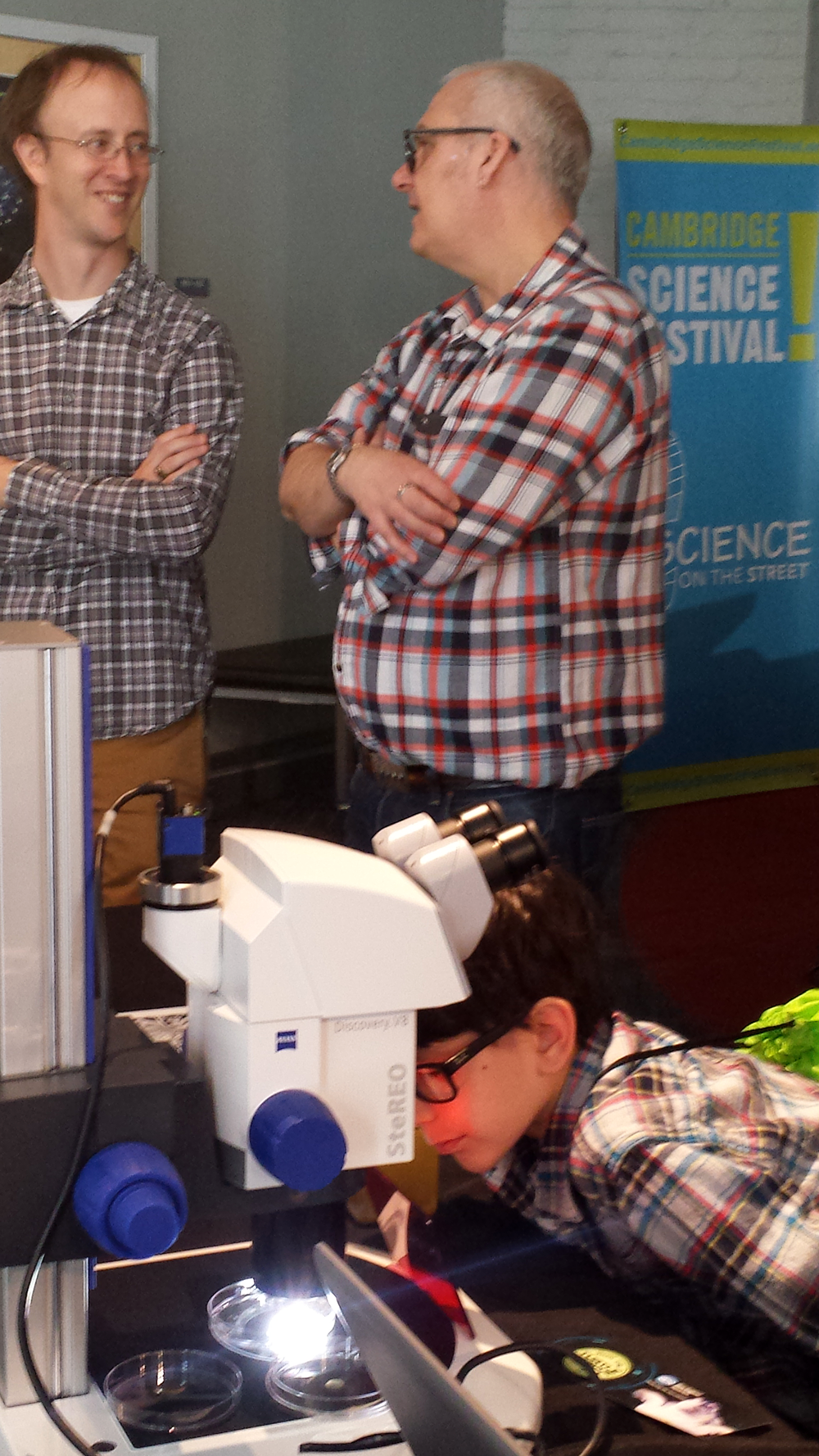EAPS Postdoc Chris Follett and Professor Mick Follows with a young Earth Day visitor (Credit: Lauren Hinkel)